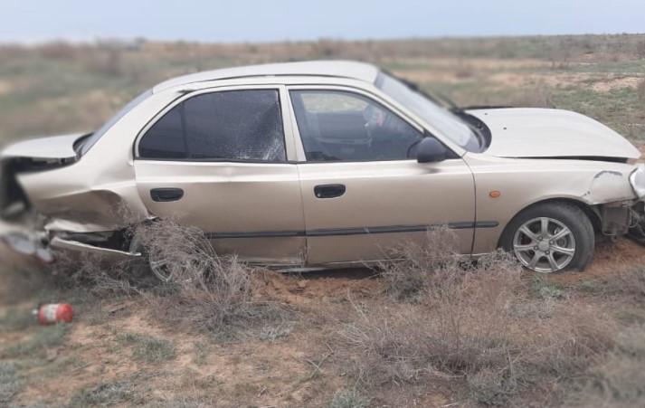 Под Астраханью перевернулась иномарка с молодой девушкой за рулем