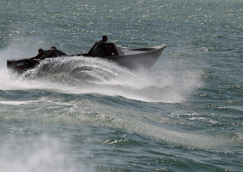 Браконьеры на катере каспийское море картинки