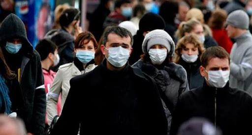 Специалисты МЧС не советуют россиянам носить защитные маски