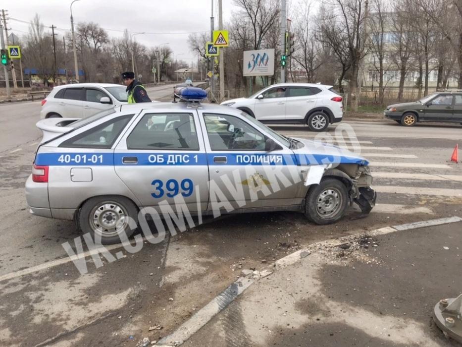 В Астрахани произошла авария с участием машины ДПС