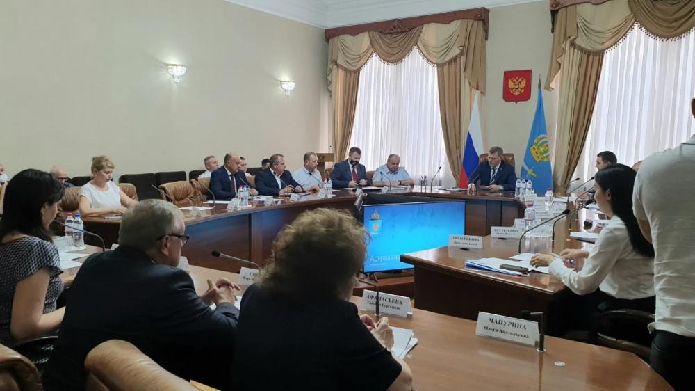 В нашем городе никто не хочет работать: Игорь Бабушкин прокомментировал ситуацию с отсутствием подрядчиков на дорожные работы в Астрахани