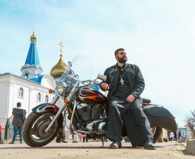 В Астраханской области служит священник-байкер