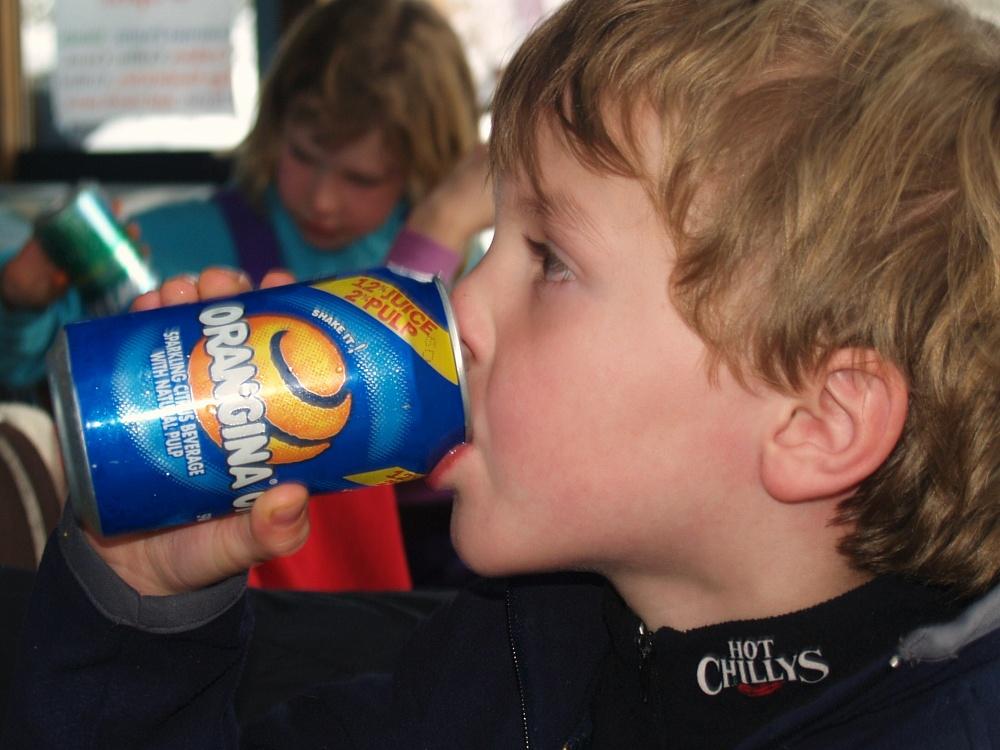 ребенок пьет энергетики что делать